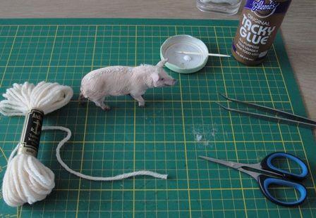 foto van internet /  photo of the internet     Na het aankleden van poppen heb ik eerst eens even de rommel opgeruimd, mijn tafel lag vol...