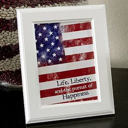Free patriotic flag printable for to use with your Fourth of July home decor.