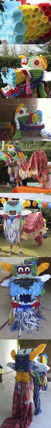 DRAGON CHINO (material reciclado) ocupe taparoscas de refrescos de muchos colores, también para la barba bolsa de pan bimbo. La parte de adentro de la boca puse un cartón de huevos. Para la cola, utilice una sabana vieja y para los flecos ocupe bolsas de tortillas tía rosa. GANE CON ESTE DISFRAZ!!!