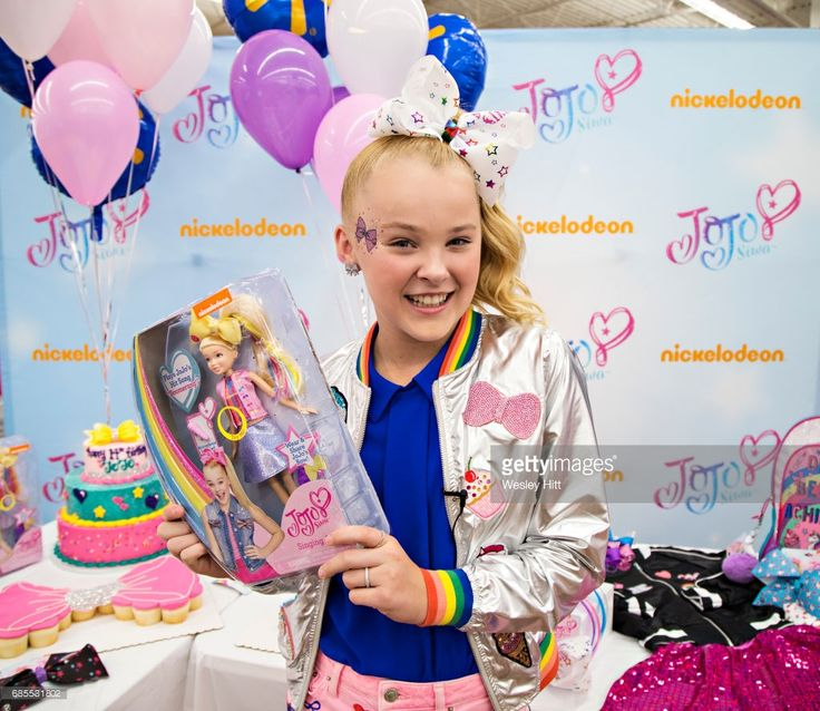 Nickelodeon S Jojo Siwa Celebrates Her Birthday At Walmart