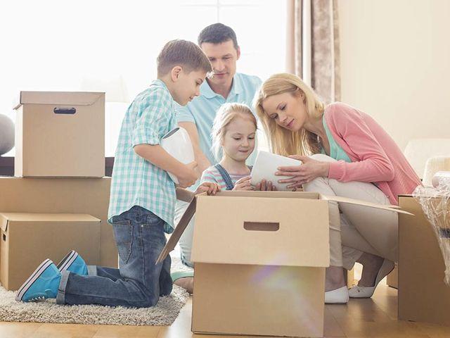 Bij een verhuis komt meer kijken dan alleen dozen in- en uitladen of meubels uit elkaar halen en weer in elkaar steken. Je mag erop rekenen dat er al enkele weken op voorhand kosten de kop op steken. Deze checklist helpt je om je verhuis vlot tot een goed einde te brengen.