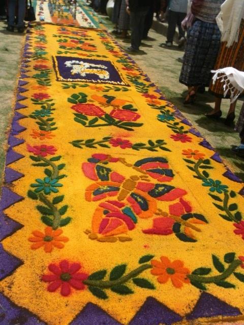 Alfombras de aserr n de colores flores y adornos para el for Alfombras persas en mexico