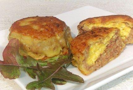 Фото к рецепту: Зразы с сырной начинкой.