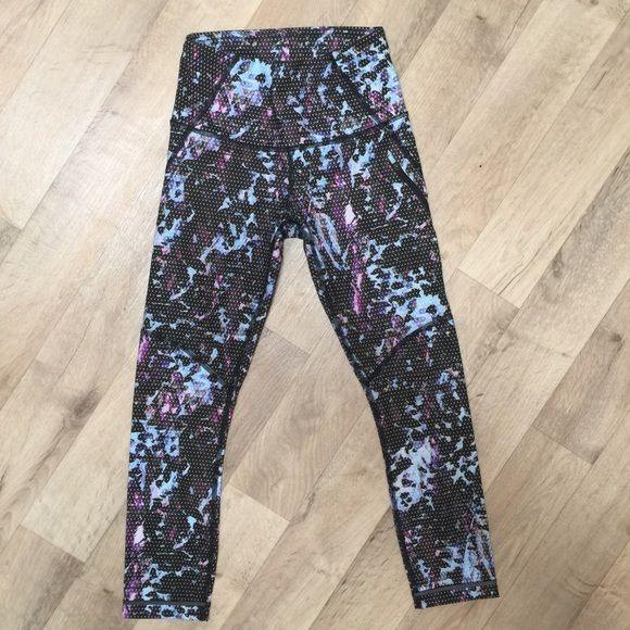 Lulu Lemon Legging Crop Pants Crop - hits lower mid calf. Fitted leggings. Never worn but took the tag off. Size 2 in Lulu Lemon is equivalent to a size 0 or XS. lululemon athletica Pants Leggings