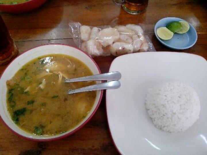 Soto ambengan Cak Sadi di Tulodong Atas senopati. Euenakee rekk. #indonesianfood