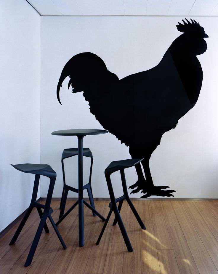 Rookruimte in stijl met Muira krukken en tafels van Plank Konstantin Gcric
