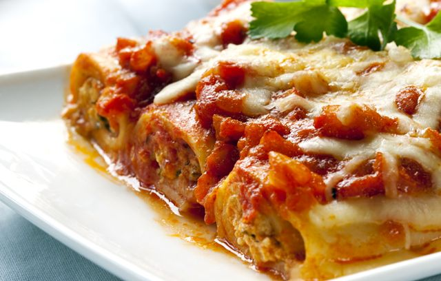 Beef Cannelloni - Tasty and delicious, this recipe uses ricotta, mozzarella and mince to stuff the cannelloni to create a great dish to feed the family. Sprinkle Parmesan over the top for the perfect finish