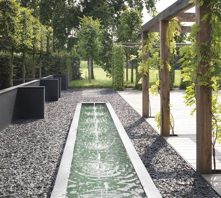 Fontanny w ogrodzie wodne inspiracje-Spośród licznych pomysłów na wodne aranżacje ogrodu, dzisiaj przedstawimy wam dwie propozycje - fontanny i ściany wodne. Zapraszamy!