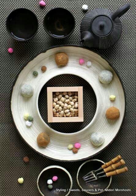 和菓子『節分まん丸餅~ぎゅうひ Gyuhi』Rice cake sweets covered with soybean's powder.✳︎styling/ photo/ saucers,pot, cups and sweets: Midori Morohoshi(http://ameblo.jp/greenonthetable/imagelist.html)
