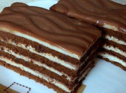 Hozzávalók a kakaós keksz réteghez: 1 csomag győri édes kakaós keksz (180 g) 30 g puha vaj annyi tej, hogy kicsit összeálljon Világos...