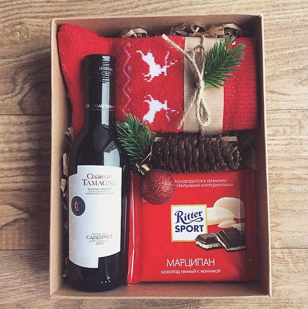 Всем привет☺️ ‼️Новая рубрика Подарочные боксы по приемлемым ценам) Набор новогодний: -носочки -шоколад -вино красное -бокс(+декор) А так-же стильная упаковочка для каждого бокса! На фото представлены 4 варианта декора, но в голове ещё оооооочень много идей к Новому году и другим праздникам) (А так же на ДР, годовщину, 14, 23, 8 и тд) Чуть позже выставлю ещё несколько готовых интересных боксов)Решила с вами поделиться, вдруг кто то решит задуматься что подарить своим близким сейчас, а...