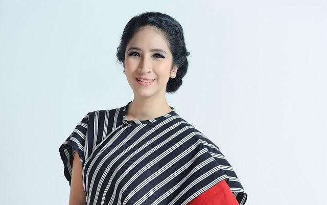 Gravity Around Me: Article on Qerja.com, Star Leader. Novita Angie da...