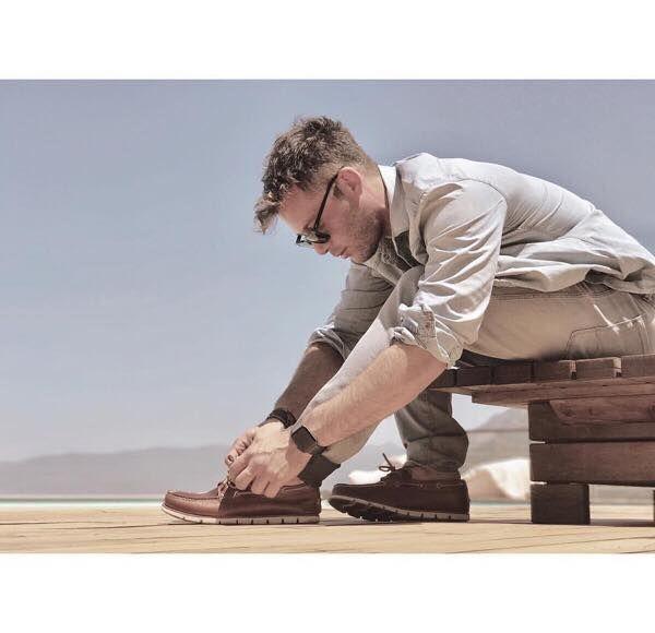 Ο μοναδικός ηθοποιός Αντίνοος Αλμπάνης με classic brown leather #Timberland boat shoes από την καλοκαιρινή συλλογή μας! Απόκτησε τα τώρα με έκπτωση εδώ
