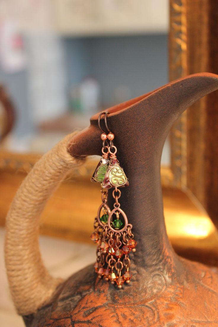 Серьги с кристаллами Сваровски и бусинами из перегородчатой эмали.