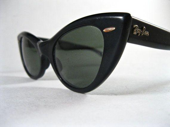 Ray-Ban vintage Lissabon kat oog stijl zonnebril. W9060 logo zwart plastic receptvrije lenzen. jaren 1960