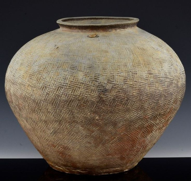 VERY EARLY CHINESE HAN DYNASTY TO WARRING STATES LARGE CERAMIC BULBOUS JAR VASE
