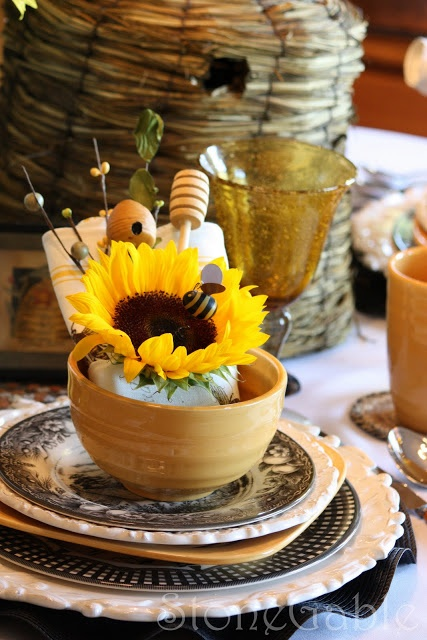 sunflowers & bumblebees :) | Holiday Decorations in 2019 ...