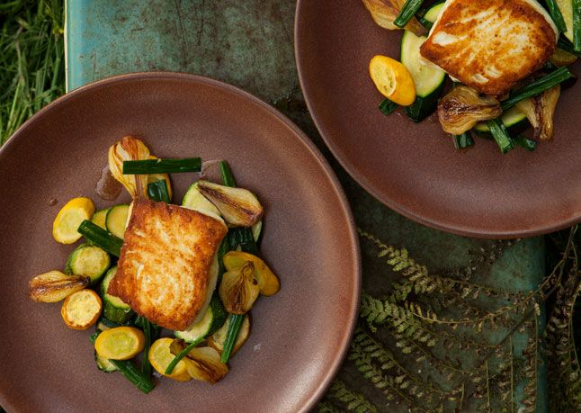 Halibut with Spring Onion and Summer Squash SautéFoodies Chronicles, Squashes Saute, Saute Recipe, Bon Appetit, Fish Dishes, Summer Squashes, Halibut, Spring Onions, Squashes Sautéed