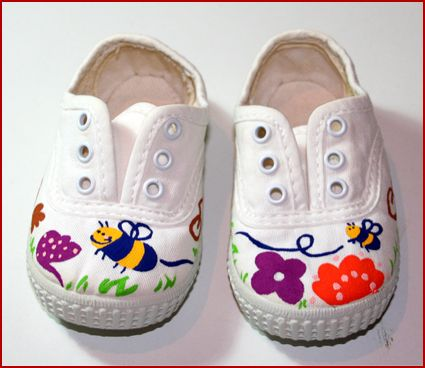 pitipeta: ¡Otras zapatillas pintadas con abejitas!