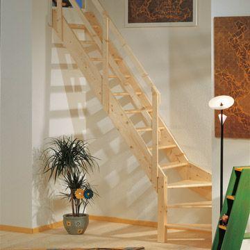 escalera en madera de abeto color natural con cuarto de giro