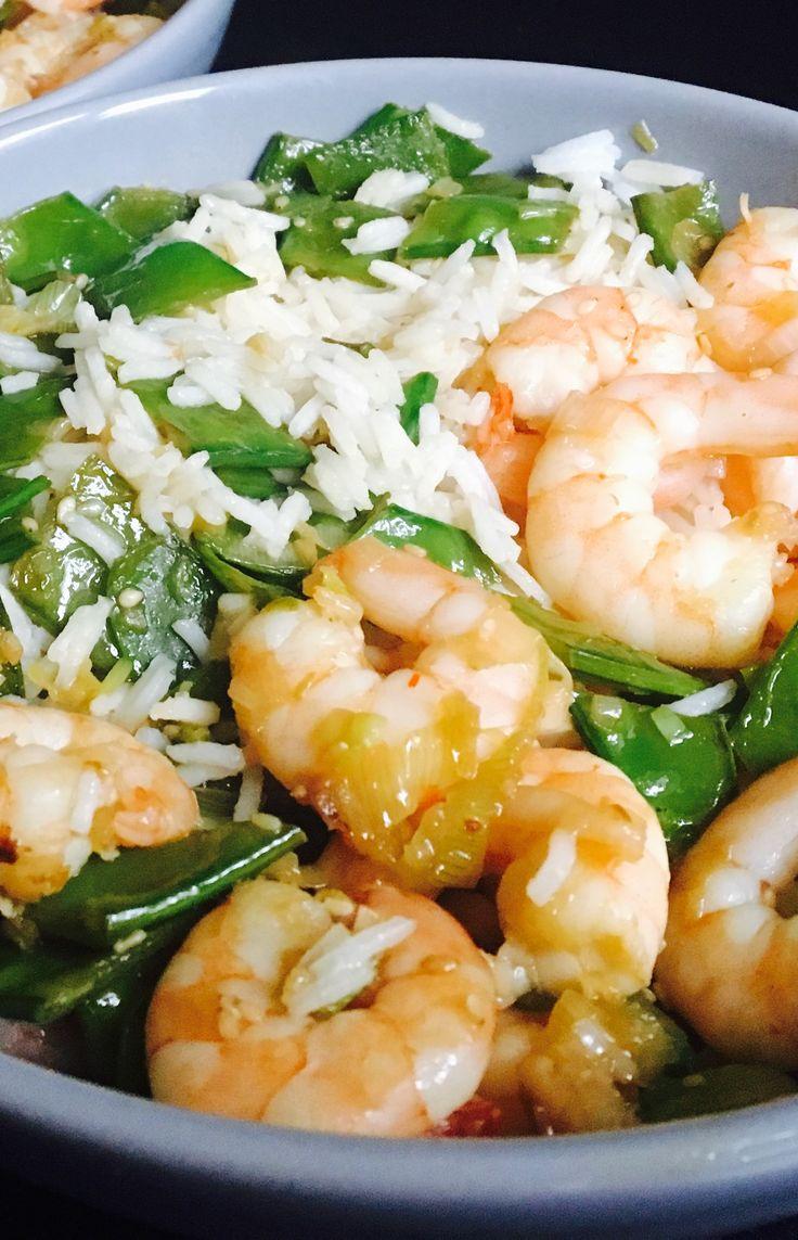 Crevettes sautées, pois mange-tout au sésame et riz basmati