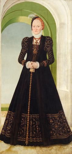 Anna of Denmark, c. 1565. A loose gown that I'm kinda in love with.