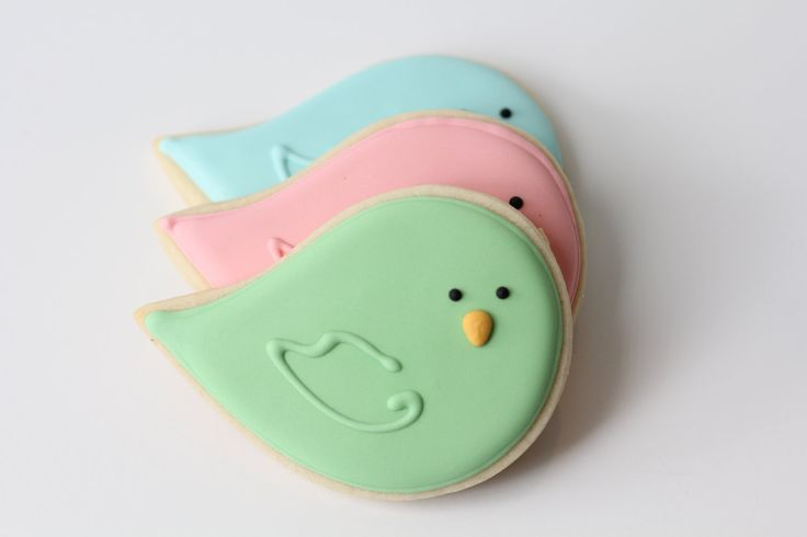 How cute are these birdie sugar cookies? A cute addition for a baby shower :)
