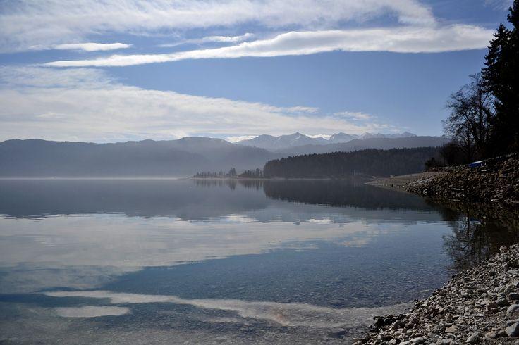 Spiegelbild im Walchensee, Frühling, Fotografie, Natur, Wasser, Berge