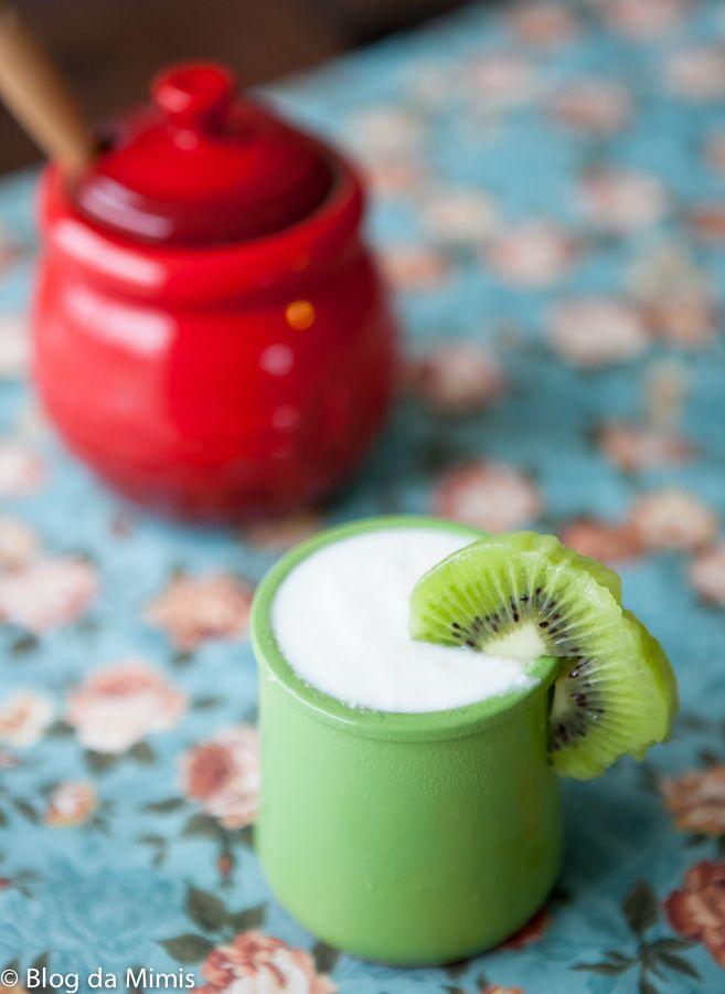 Gente! Eu adoro iogurte desnatado natural! Eu tomo há mais de 1 ano e é perfeito para fazer combinações com frutas e até usar como molho, sabiam? Eu peguei implicância com iogurte colorido depois q...