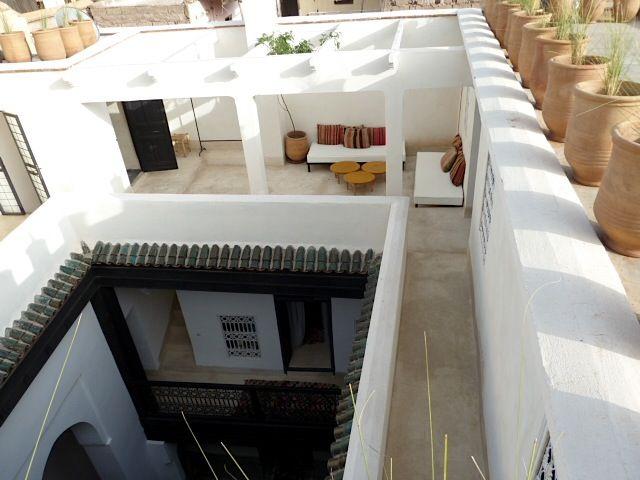Vente et achat de riads rénovés à Marrakech www.cotemedina.com  Moroccan courtyard