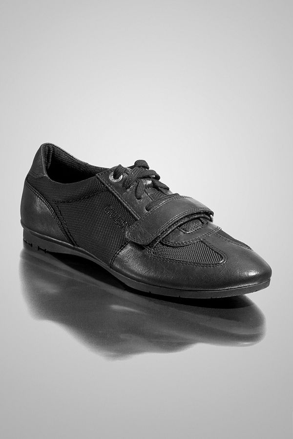 Looking for trendy mens shoes? Look no further as GUESS can give you what  you