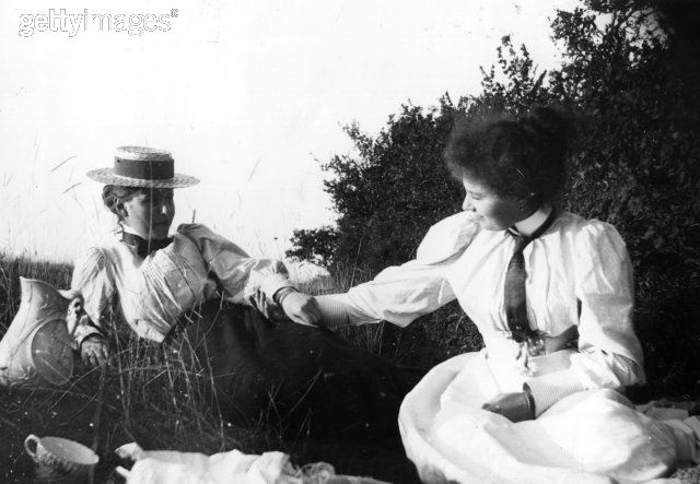 1897 Victorian Picnic. (This makes me want to dig my picnic basket out of the attic.)