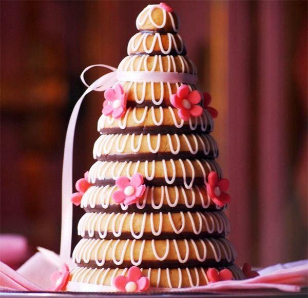 Kransekake o pastel de almendras de Dinamarca y Noruega.