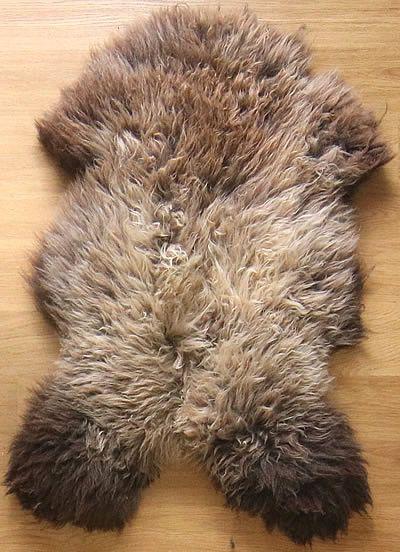 #schapenvacht: zwaar als tapijt  (110 x 70 cm), direct te bestellen op www.schapenvel.nl - bonte vachten