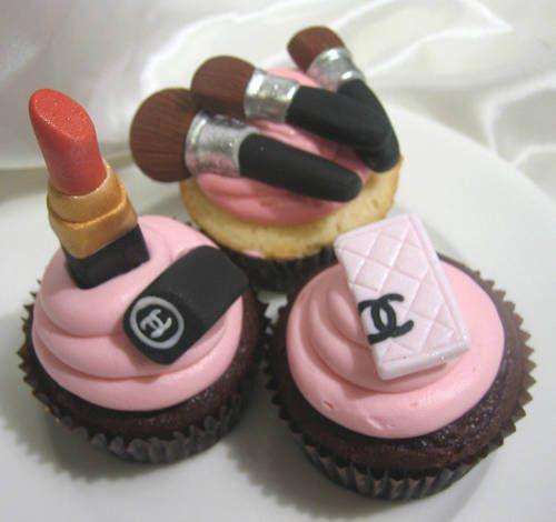 chanel cupcakes!!! Fabulous~!