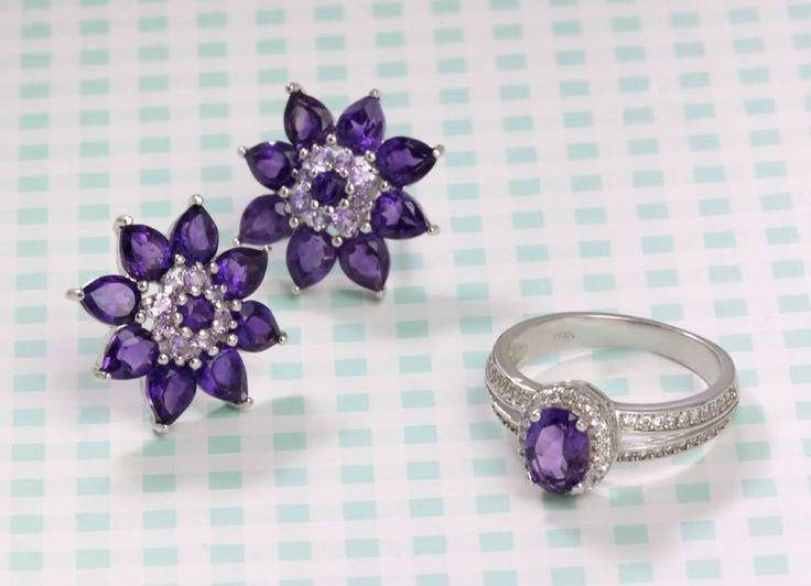 Ametystová sada květinových náušnic a prstenu. Kdo by odolal?   #klenotnictvipraha #zlatnictvipraha #sperky #prsten #zasnubni #snubni #wedding #engagement #ametyst  #amethyst  #flower #luxus #luxury #willyoumarryme #bridetobe #darecek #proradost #knarozeninam #fashion #kvyroci #zlato #gold #whitegold #bilezlato #silver  #stribro #svatba #zasnuby #rings #moda #klenotacz