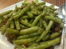 Tumis Buncis dengan Sapi Cincang dan Jamur (Sauteed Beans with Minced Beef and Mushrooms).