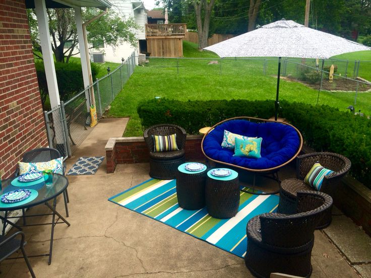 Double papasan patio!! Blue and green patio set up!