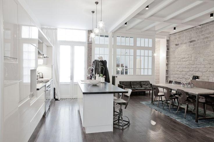 Loft dans un ancien atelier de menuiserie à Paris par Miriam Gassmann