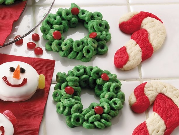 Cereal wreaths// use Rice Krispies: Christmas Wreaths, Christmas Food, Cookies, Holly Wreaths, Pumpkin Desserts, Christmas Recipe, Holidays Treats, Cheerio Wreaths, Cereal Holly