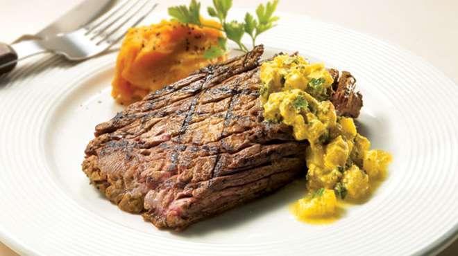 Bavettes marinées, sauce légère au curcuma et à l'ananas #IGA #Recettes #Boeuf