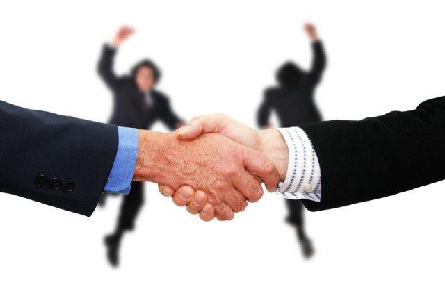 シナジー効果とは? 「シナジー効果」はビジネスをする上で重要な項目の一つです。  シナジー効果とは、「相乗効果」という意味です。  具体的に言えば、M&Aや企業が経営多角化戦略を行った時に、