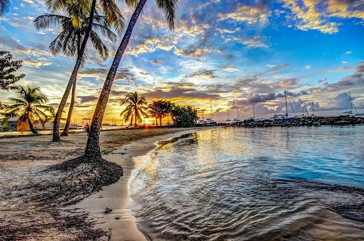Couchant sur la plage des Trois Ilets #Martinique #TroisIlets #Caraibes #Plage #Sunset #Beach #FWI