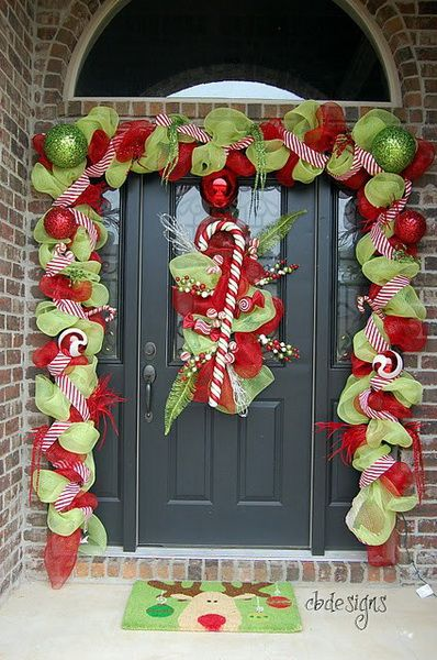 A Whole Bunch Of Christmas Porch Decorating Ideas - Christmas Decorating -: Ideas, Christmas Time, Christmas Front Doors, Doors Decor, Christmas Doors, Holidays Decor, Christmas Decor, Christmas Porch, Front Porches