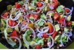 Ricette contorni: insalata di fagioli, avocado e pomodori - wellMe.it