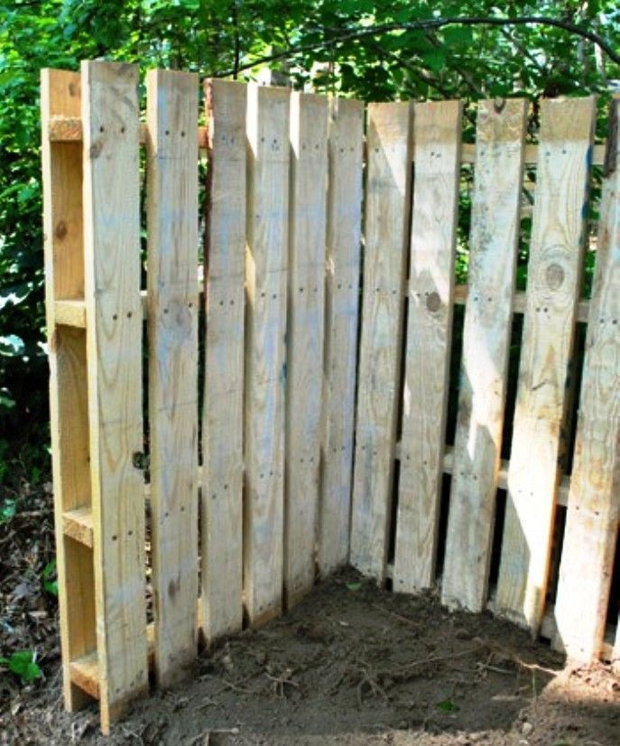 fences+made+from+pallets | Pallet fence | small space ...