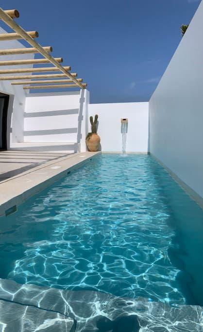 Espectacular casa con piscina en Cabo de Gata - Casas en alquiler en El Pozo de los Frailes, Andalucía, España Piscina Interior, Beautiful Pools, Pool Designs, Spain, New Homes, Outdoor Decor, Summer, Life, City Aesthetic