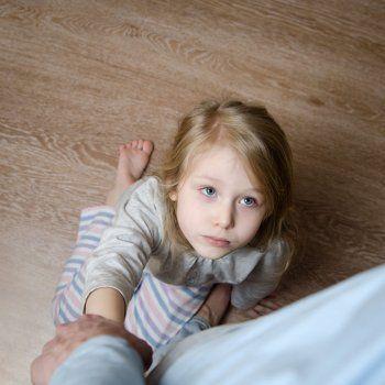 Cómo son los padres tóxicos. Qué es un padre o una madre tóxica. Señales que indican que un padre es tóxico. Cómo afecta a los hijos el padre que es tóxico.