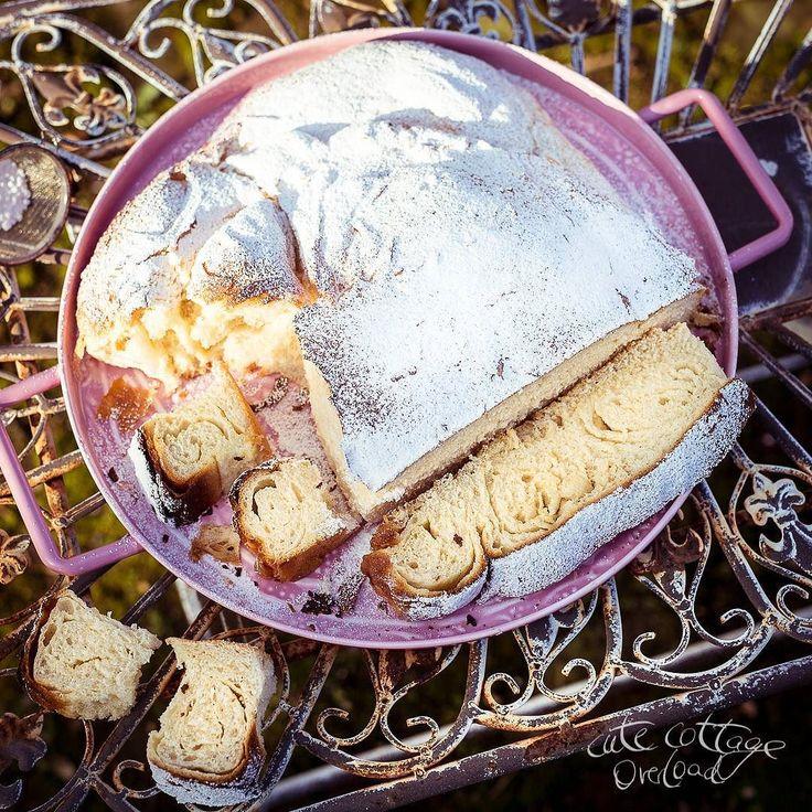 schicken fleissig Fotoswir haben irgendwann früher auch Finca Malle Urlaub gemacht jeden Sommer. Und da gab es auf dem Markt immer so ein spanisches Brot erinnert an Brioche oder ein Croissant gibt es auch gefüllt und heisst Ensaimada. Kennst Du vielleicht auch? Das haben wir dort immer gegessen. Und das gibts seit heute auch im Rosa Haus auch ohne Urlaub! Ole und muy bien sag ich nur! (Nur das Problem mit dem Wetter konnt ich noch nicht wirklich lösen)  #ensaimada #ensaimadas #recipetesting…