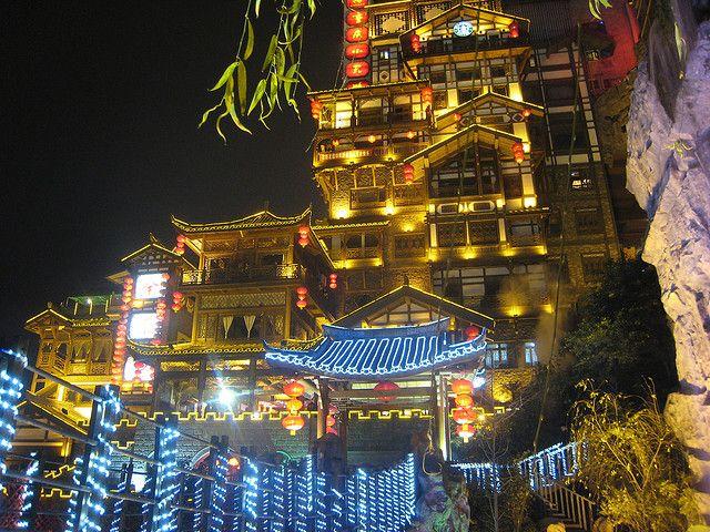 """""""まるで千と千尋の神隠し!中国の重慶にある不思議の街『ホンヤー・トン』"""""""